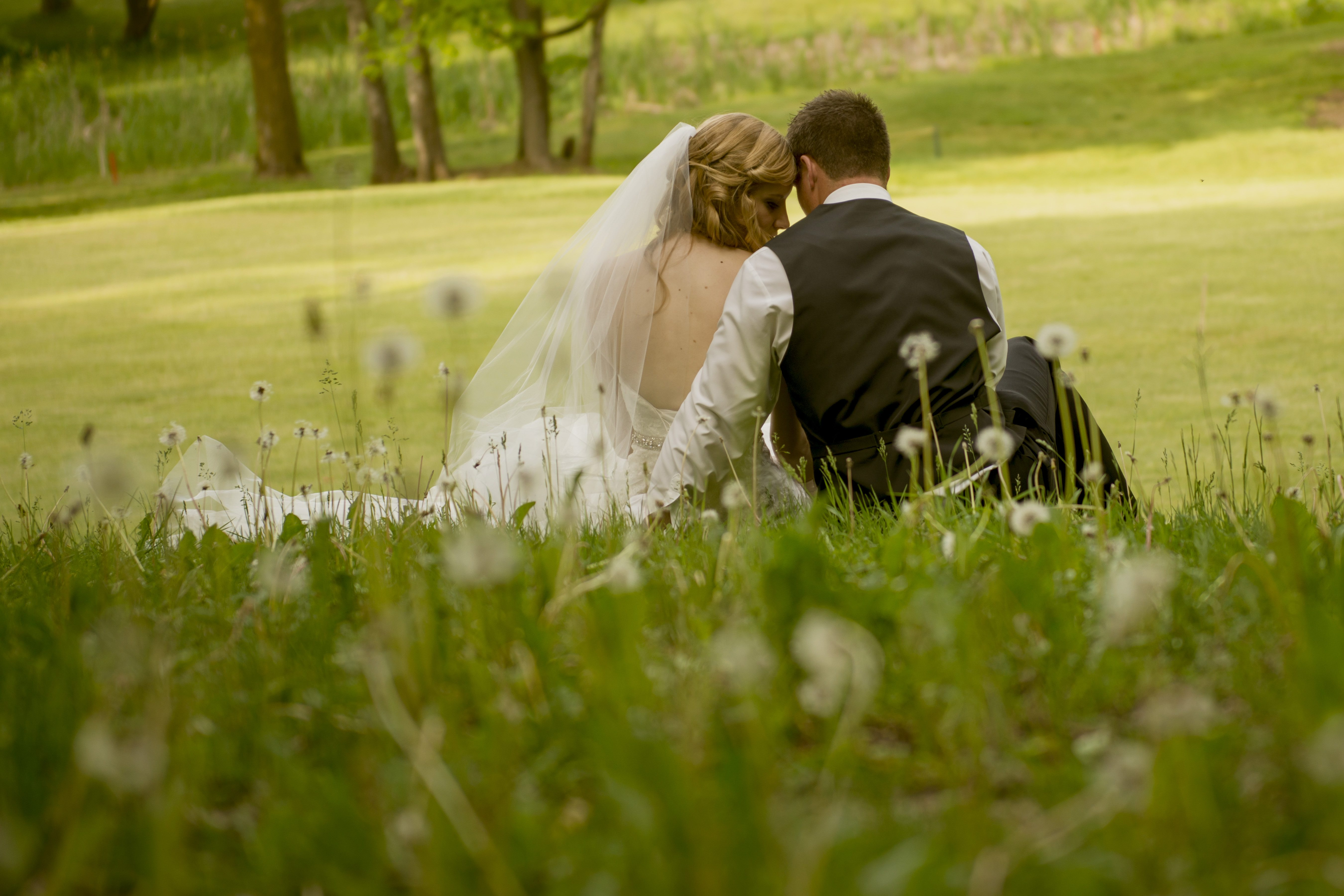 Reality Wedding Story White Washed Antiques Amp Babys Breath At Dundee Country Club