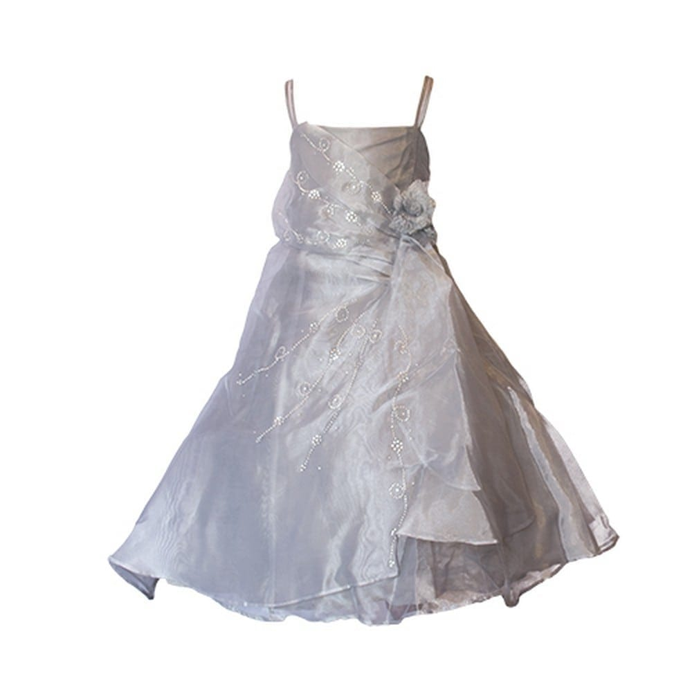 WHY GO METALLIC? If your flower girl's dream is to shine, the metallic inspired accents will definitely get her there! There are plenty of options for you to choose from. This trend is perfect for an unconventional & chic wedding.
