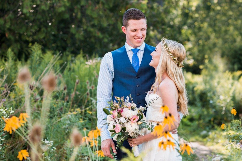 Design Palette English Garden Inspired Wedding At The Slit Barn Theweddingring Ca