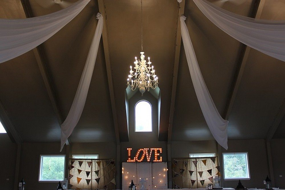 Décor: Fresh Look Design | Venue: Windy Hills Barn
