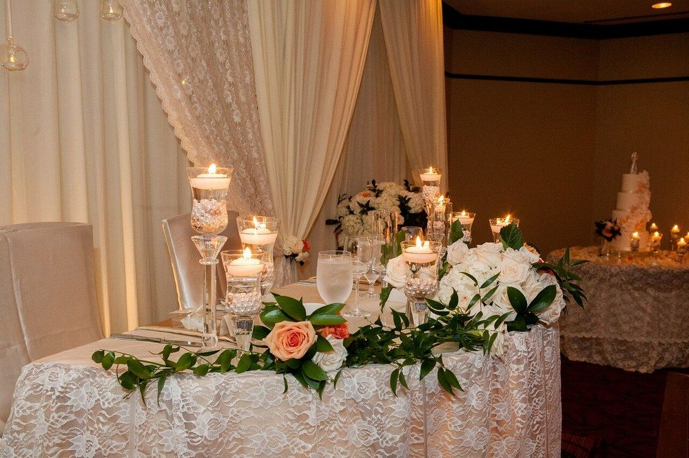 Décor: Rachel & Co. Wedding & Event Décor | Photo: Mike Barry Photography